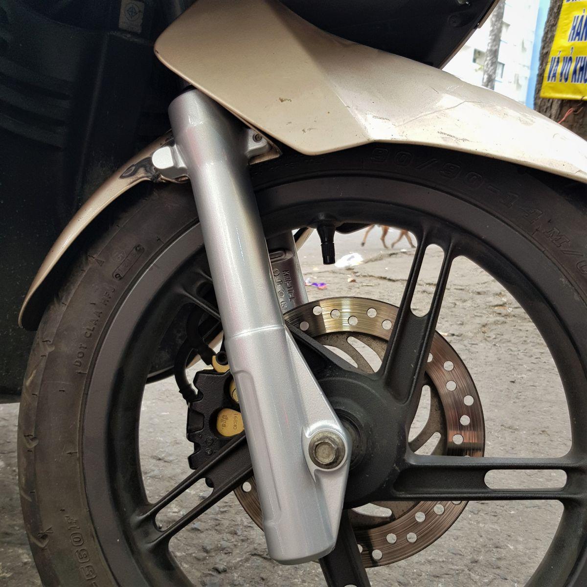 Phuoc-nhun-giam-xoc-truoc-PCX-Thai-Lan-chinh-hang-Honda-14