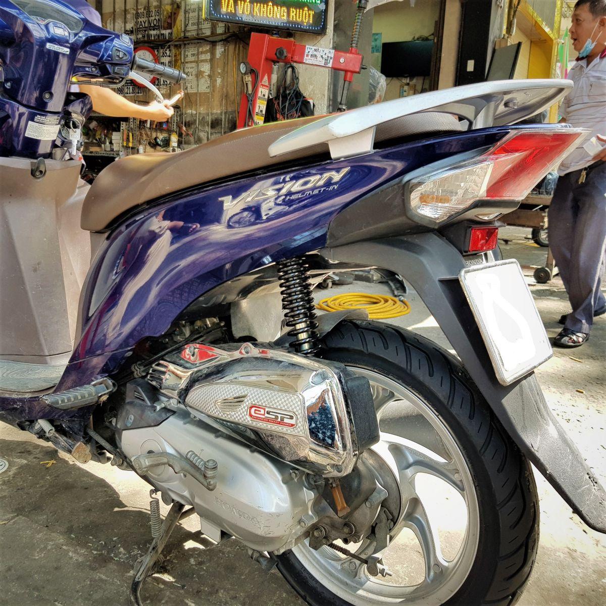 Phuoc-sau-Vision-chinh-hang-Honda-10b