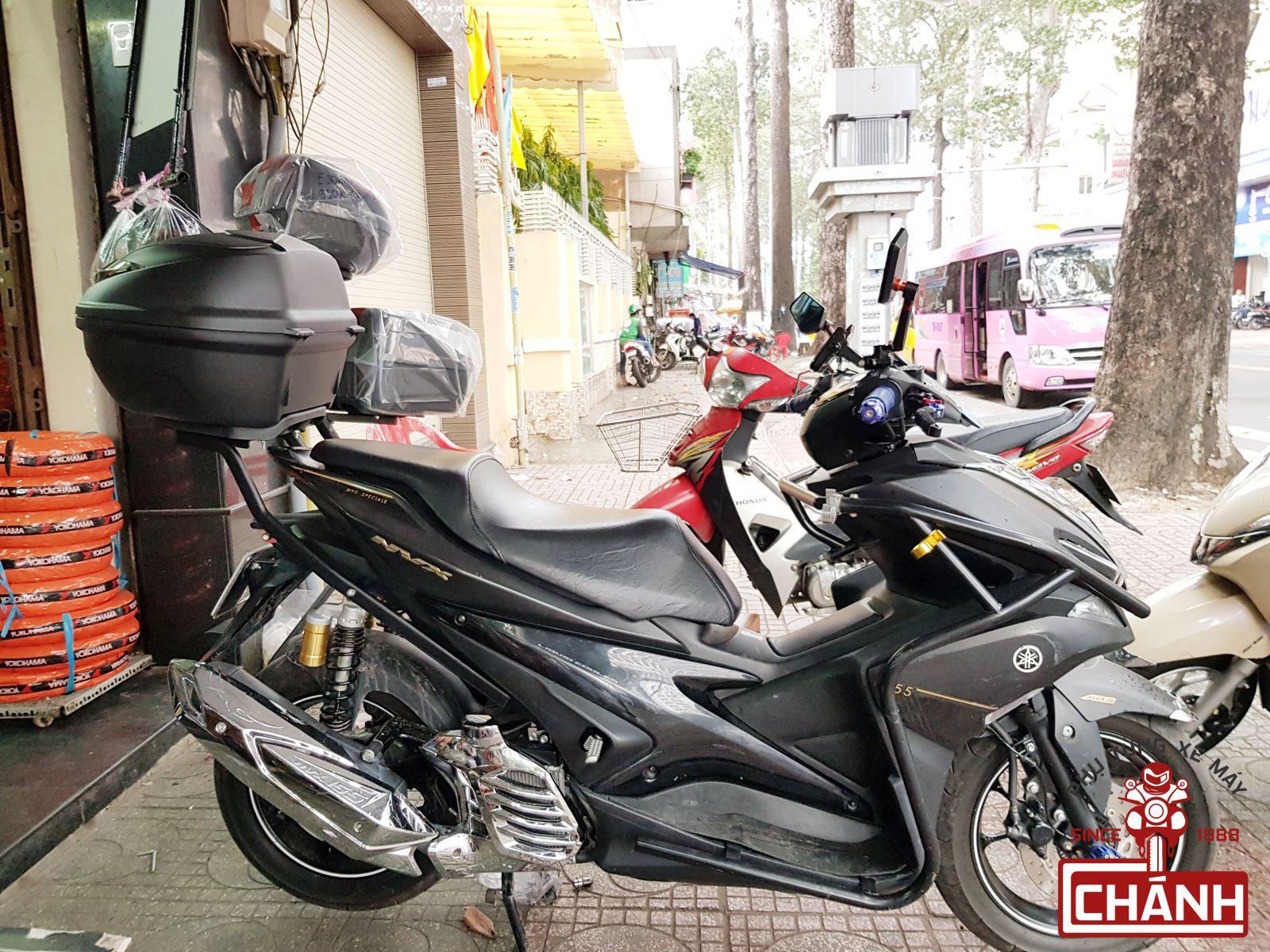 thung-sau-Givi-cho-xe-Yamaha-NVX-155-2b