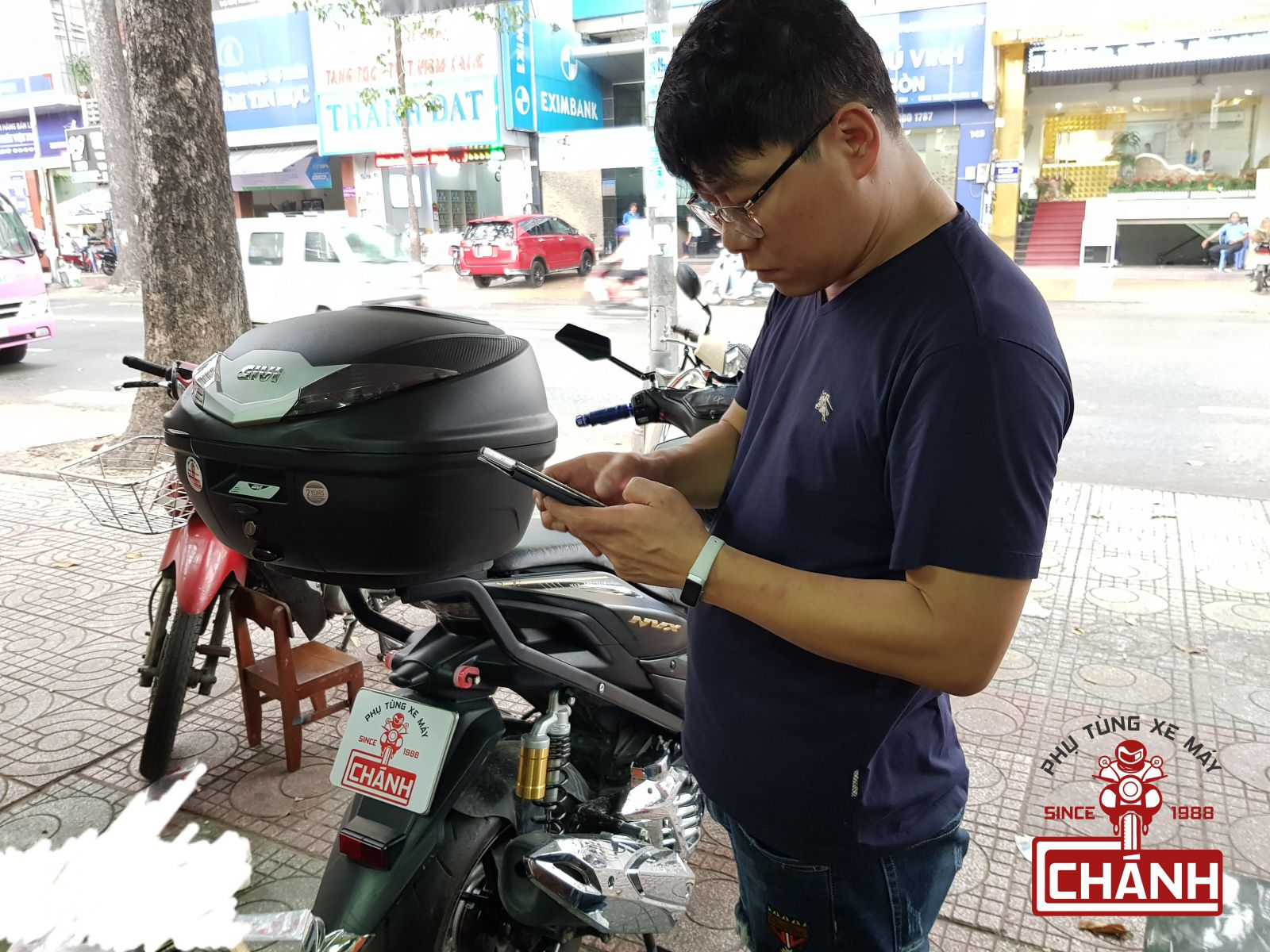 thung-sau-Givi-cho-xe-Yamaha-NVX-155-6b