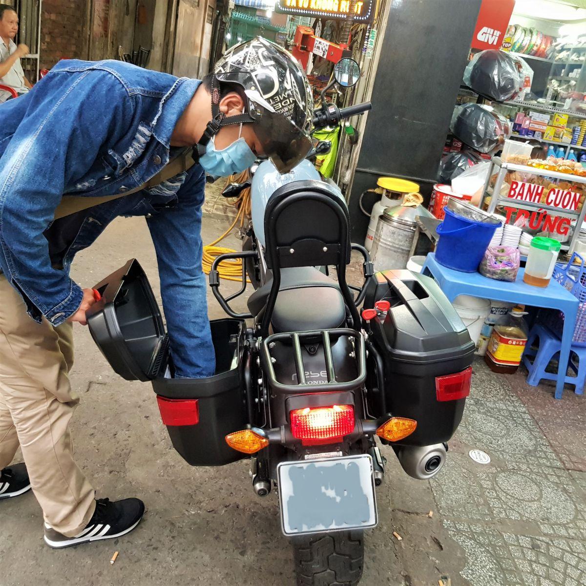 Thung-hong-givi-e22n-xe-honda-rebell-300-11