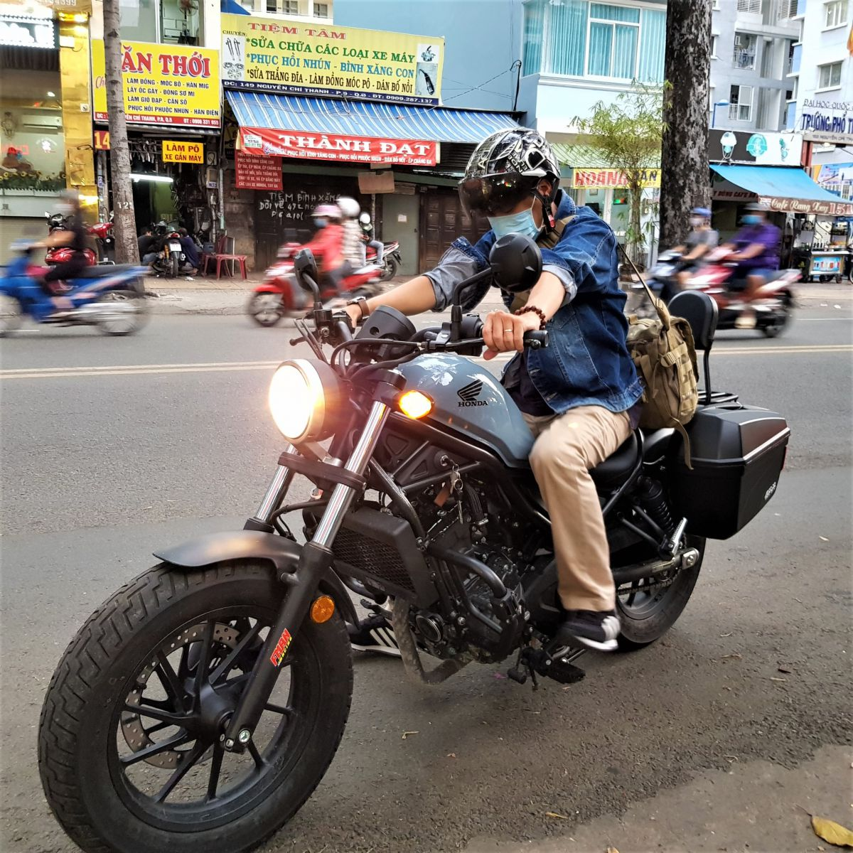 Thung-hong-givi-e22n-xe-honda-rebell-300-13