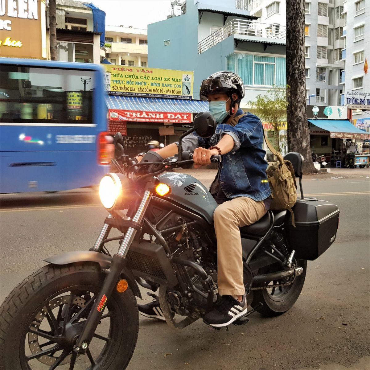 Thung-hong-givi-e22n-xe-honda-rebell-300-14