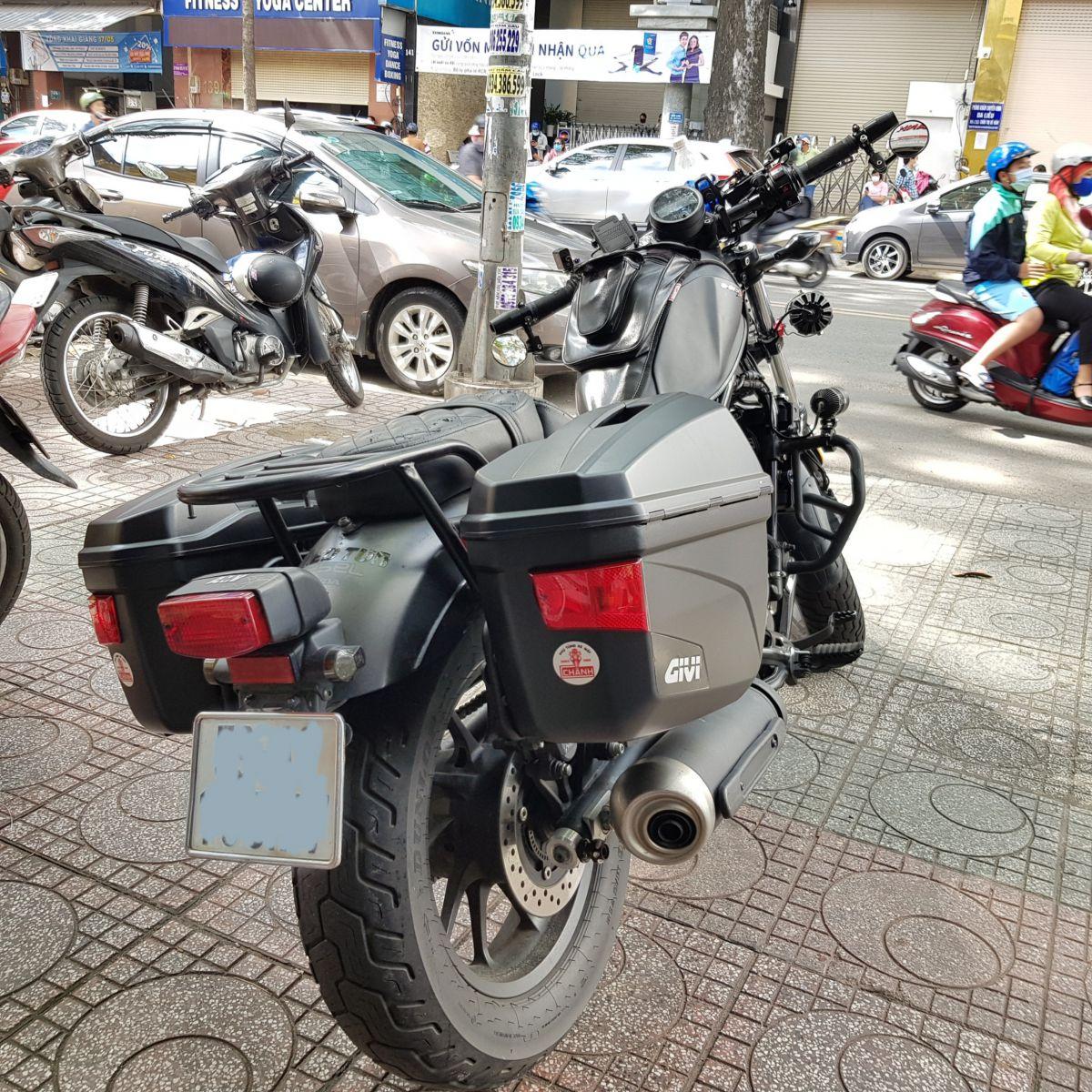 Thung-hong-givi-e22n-xe-honda-rebell-300-16