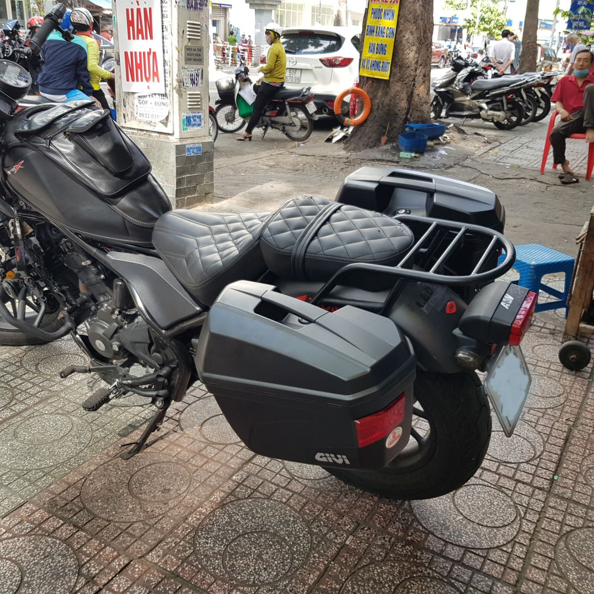 Thung-hong-givi-e22n-xe-honda-rebell-300-17