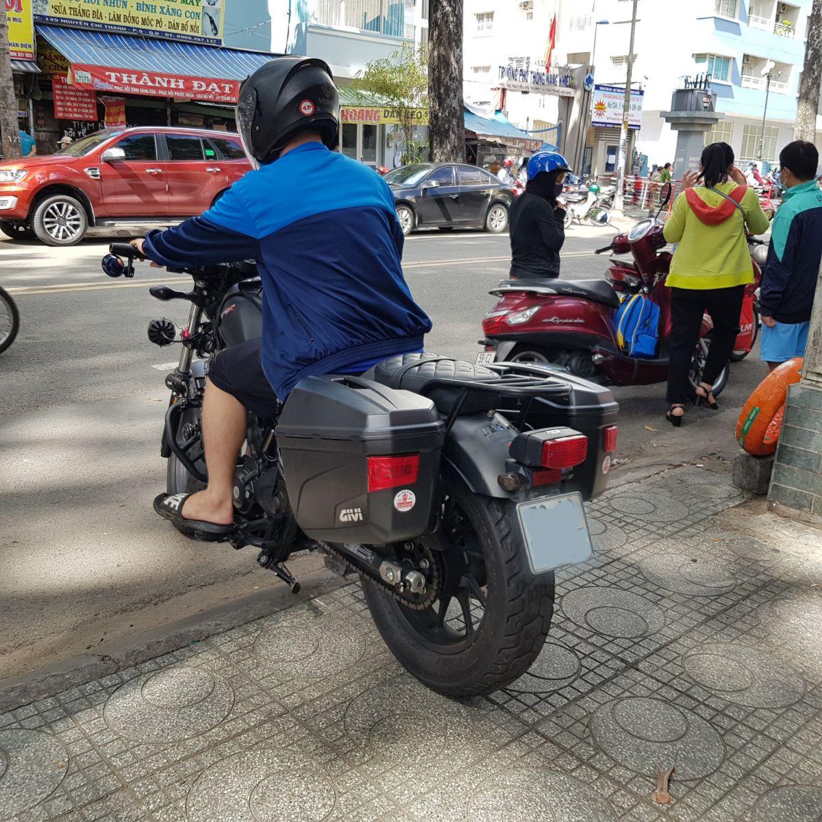 Thung-hong-givi-e22n-xe-honda-rebell-300-20