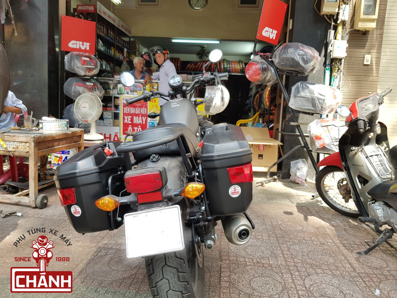 Thung-hong-givi-e22n-xe-honda-rebel-300-5