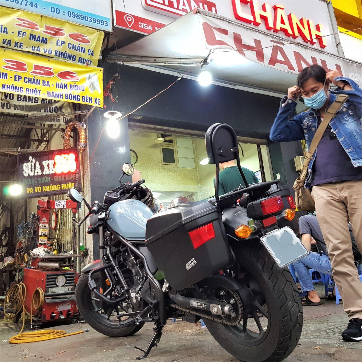 Thung-hong-givi-e22n-xe-honda-rebell-300-7