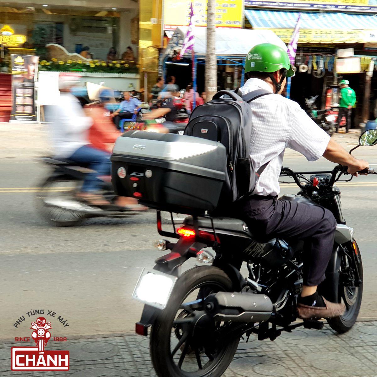 Thung-sau-Givi-xe-Kymco-6