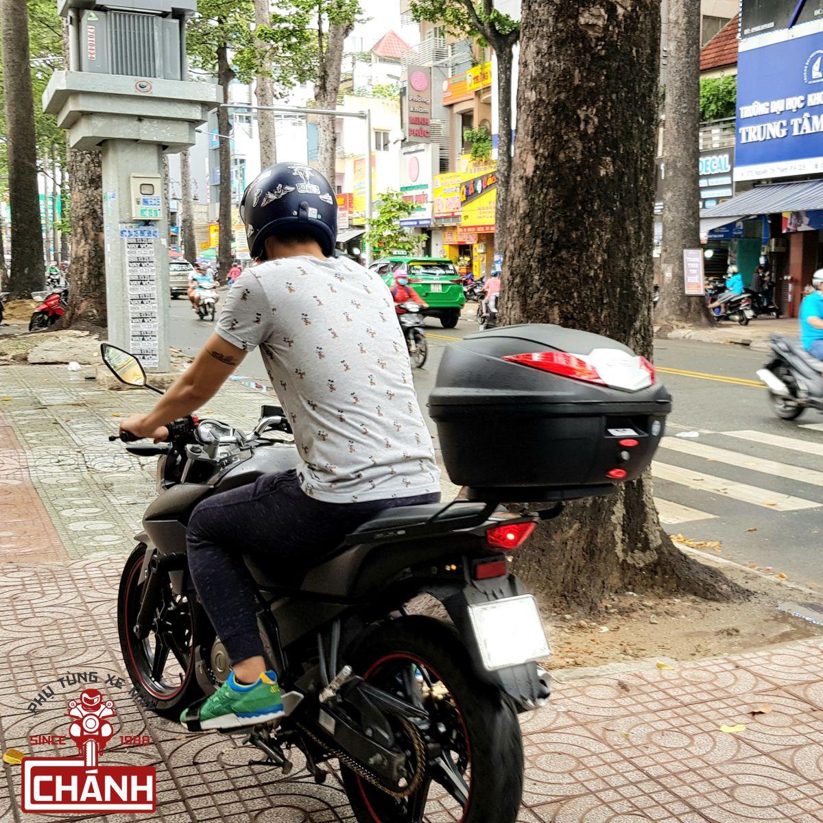 thung-sau-xe-may-loai-to-chinh-hang-givi-14